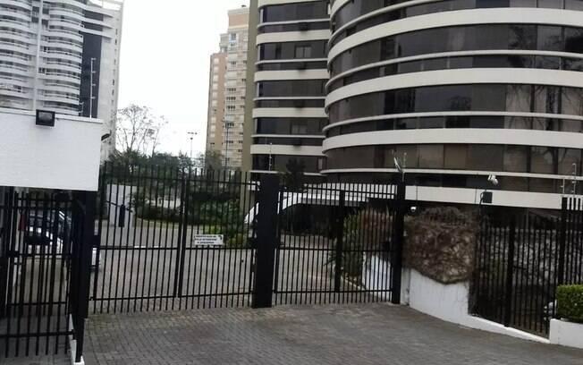 Beto Richa e Fernanda Richa foram presos pelo Gaeco no prédio onde moram, em Curitiba