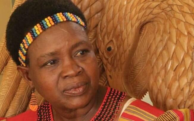Uma das poucas lideranças femininas do Malauí, Theresa Kachindamoto quer acabar com
