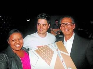 Débora Gonçalves, da Brimpex Represen tações, ganhou computador no sorteio