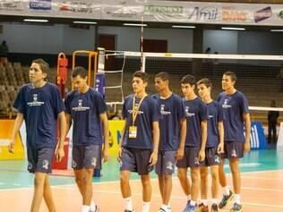 Os jogadores mais novos comemoram possibilidade de participar da competição internacional