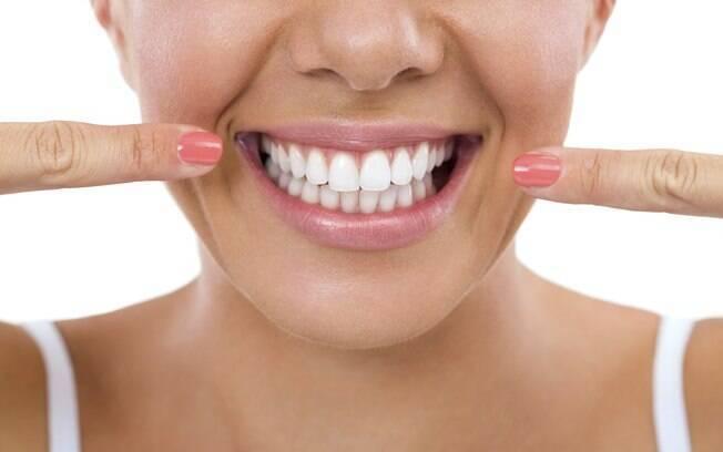 Higiene dental é fundamental e, para fazer o branqueamento, o melhor é procurar um dentista