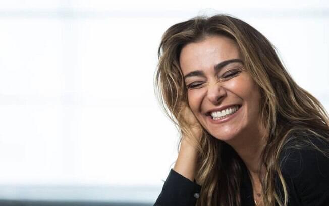 Em cartaz com peça em São Paulo, Mônica Martelli se preparar para lançar novo filme e fala sobre carreira e vida pessoal