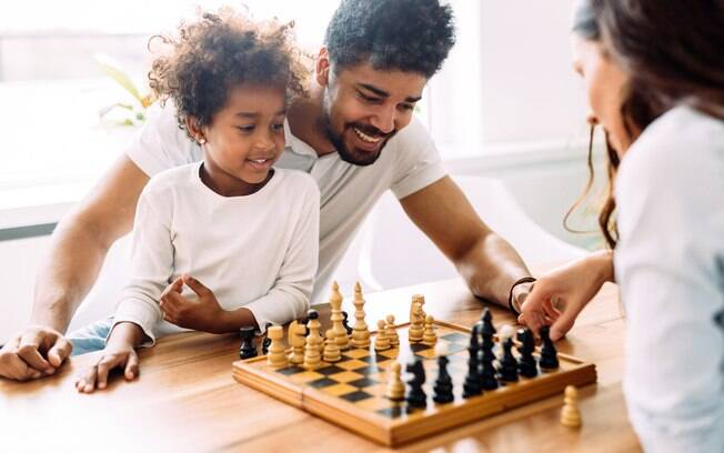 É interessante pensar em atividades para propor nas férias que estimulem o raciocínio, memória e criatividade