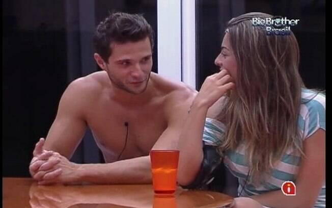 Ronaldo imita João Maurício para a sister Monique