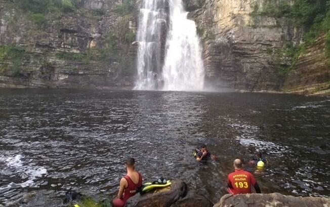 Equipes de resgate encontraram apenas os chinelos do rapaz desaparecido na Trilha Amarela.