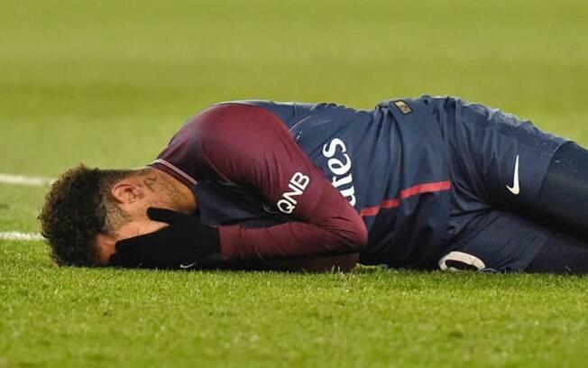 Neymar sente lesão durante partida pelo PSG