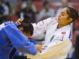 Mariana Silva se deu a melhor na final brasileira dos meio-médios e venceu Veronica Chagas