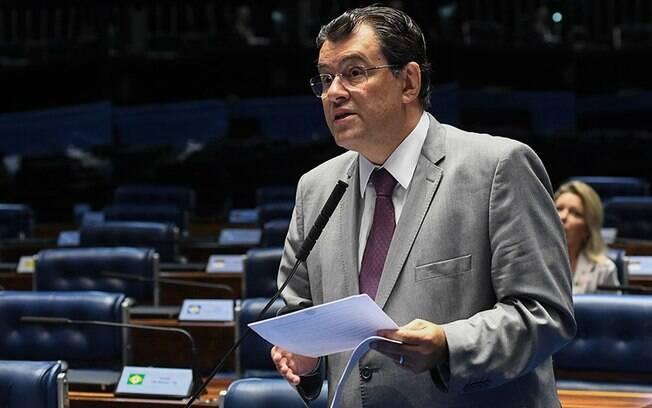 Senador Eduardo Braga (MDB) é o relator do projeto que amplia proposta inicial do governo