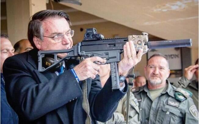 Novo documento assinado por Bolsonaro proibiu apenas o porte de fuzis, mas não o direito de ter a arma em casa, diz a PFDC