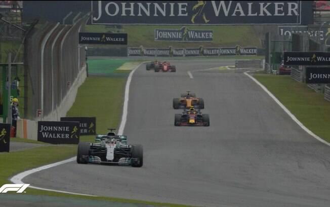 Lewis Hamilton (piloto) e a Mercedes (construtores) são os campeões da temporada 2018 da Fórmula 1