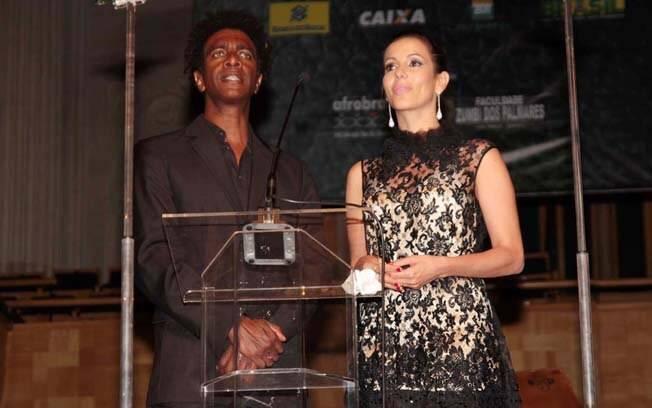 Hélio de La Peña, ao lado de Tania Khalill, durante o Troféu Raça Negra