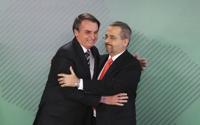 Ministro da Educação, Abraham Weintraub, toma posse nesta terça-feira, no Palácio do Planalto, ao lado de Bolsonaro