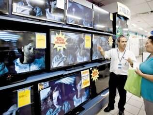 Aquecido. Loja Magazine Luiza, no centro de Belo Horizonte, registra aumento expressivo nas vendas de televisões por causa da Copa