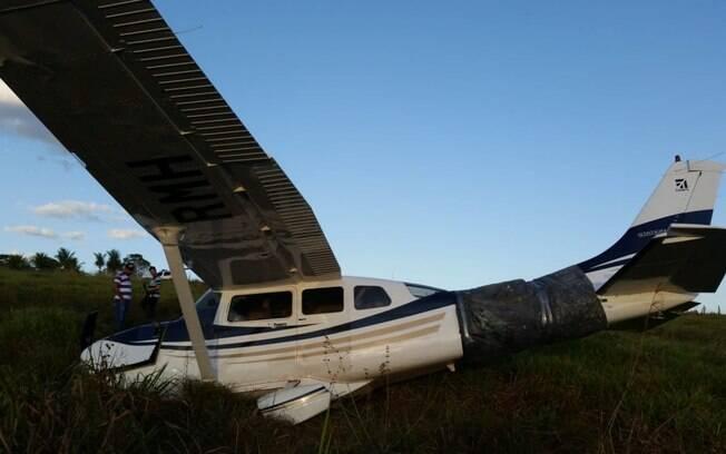 Avião que realizou pouso forçado em área rural da cidade de Alta Floresta (MT)
