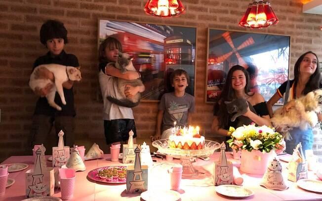 Ticiane Pinheiros faz festa para a gata da filha