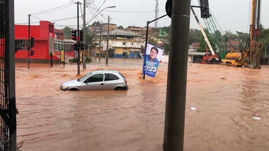Chuvas deixam mais de 3 mil desalojados no interior do Rio de Janeiro