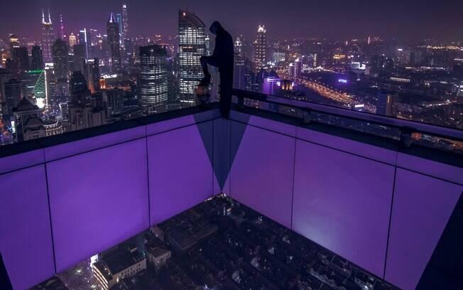 Xangai tem tons de roxo durante a noite
