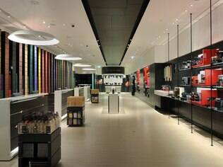 Ambiente moderno e interessante das lojas da Nespresso mostra o novo paradigma que precisa ser aplicado no setor automotivo