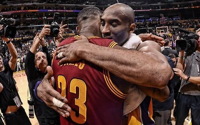 Durante sua última temporada, Kobe Bryant foi ovacionado por onde passou