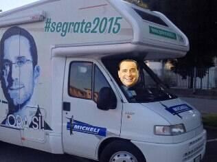 Montagem divulgada pelo candidato Paolo Micheli ironiza apoio dado por Berlusconi