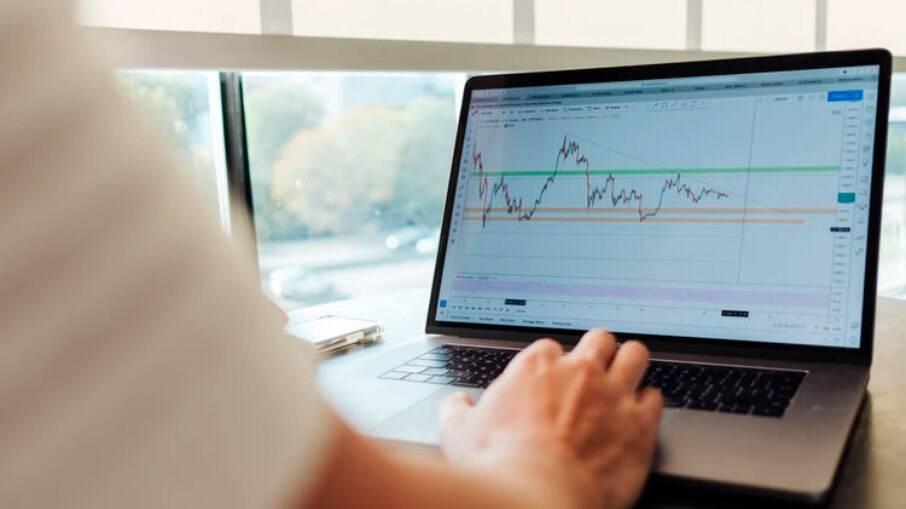 Mercado Financeiro reage a aprovação de PEC e interferência do BC em venda de dólares
