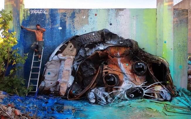 Artur Bordalo cria esculturas de animais a partir de objetos que viraria lixo