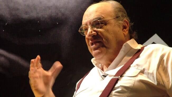 Morre o ator e diretor Antônio Abujamra