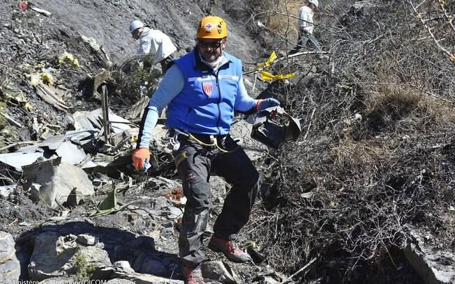Corpos de vítimas de queda de avião começam a ser recuperados (26/03/2015) . Foto:  DICOM / Ministère de l'interieur/Fotos Públicas