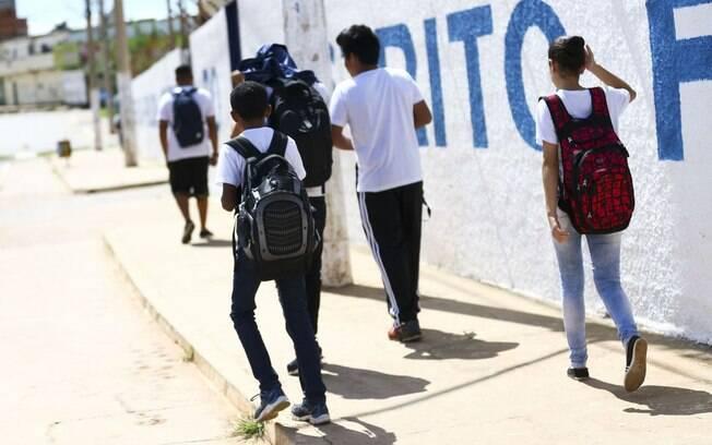 Percentual de alunos com idade entre 15 e 17 cursando o ensino médio foi de 68,7% em 2018
