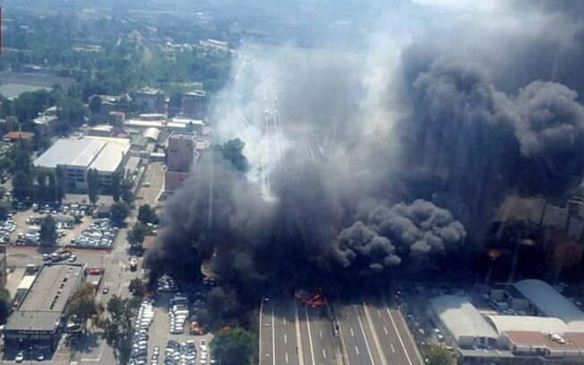 Carros que estavam perto do acidente também pegaram fogo e acabaram agravando a explosão em Bolonha