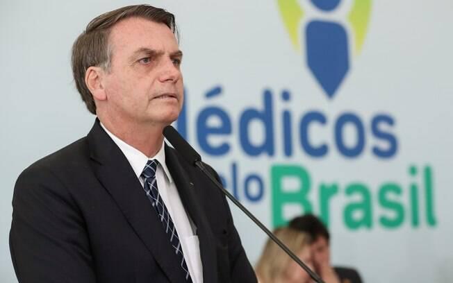 Bolsonaro durante o lançamento do programa Médicos pelo Brasil