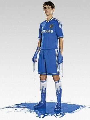 Oscar com a camisa do clube inglês Chelsea