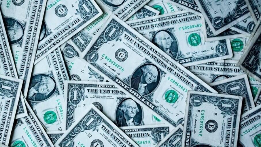 Dólar vai enfraquece globalmente perante outras moedas
