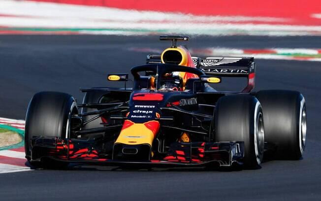 Com quebra de recorde, Daniel Ricciardo liderou testes da Fórmula 1 em Barcelona