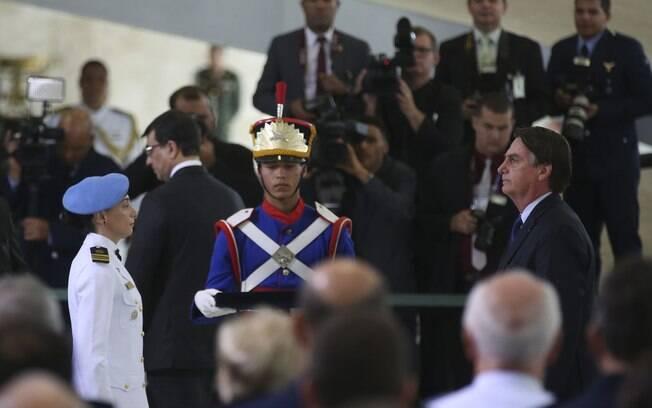 Bolsonaro homenageia militar premiada pela ONU por defesa de gênero