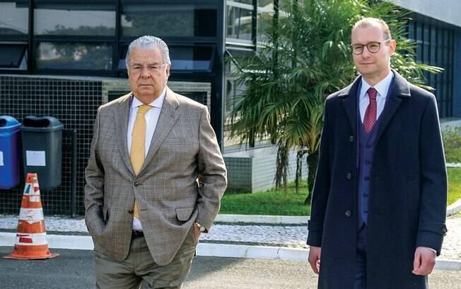 Os advogados Cristiano Zanin e José Roberto Batocchio visitaram Lula esta semana em Curitiba: armação para soltá-lo