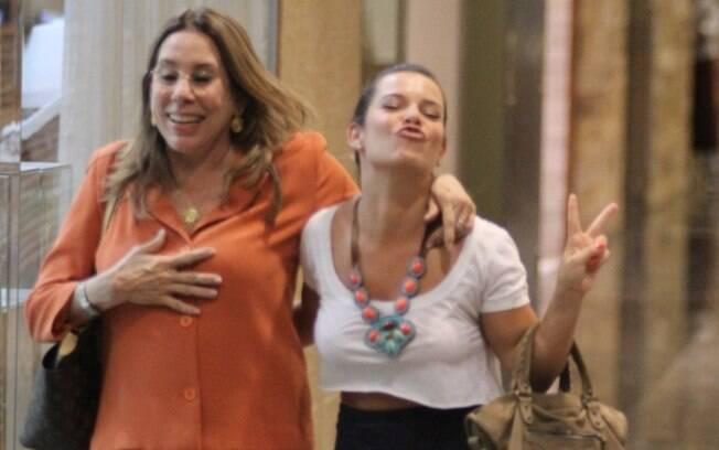Fernanda Souza manda beijo para fotógrafo