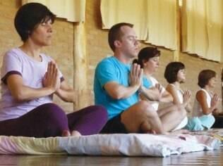 Alongamento, respiração e ioga fazem parte das atividades