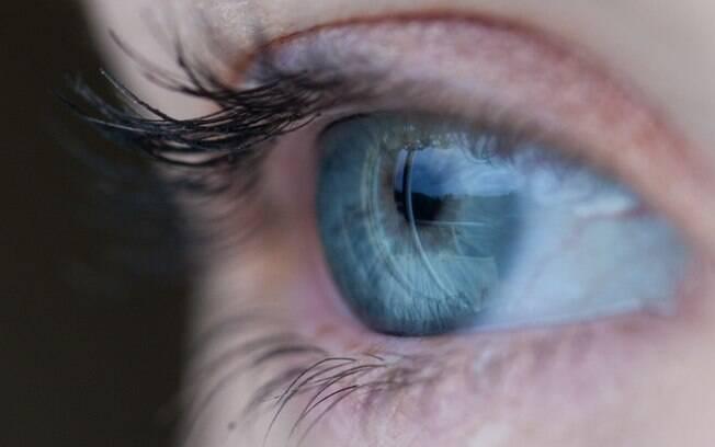 Sinais de complicações oculares do diabetes podem variar entre machas no campo de visão  e distorção das imagens