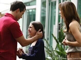 Após a briga, Paulinha chora e pede para ir embora com Bruno