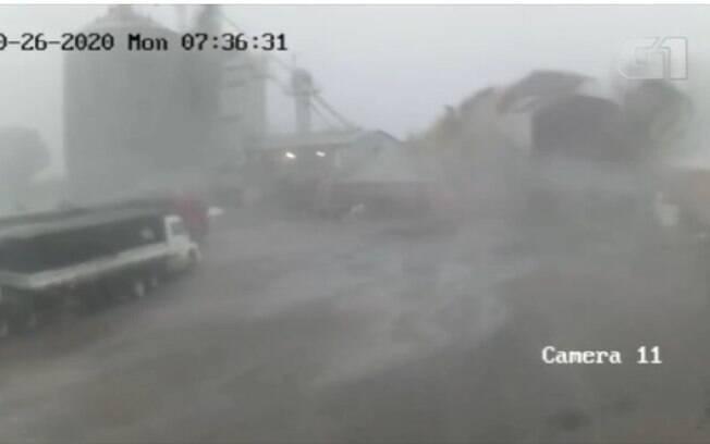 Vendaval arrancou o telhado de um armazém no Mato Grosso do Sul