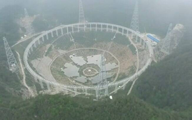 Estrutura tira proveito de cavidade natural para colocar antena em ângulo de 40 graus