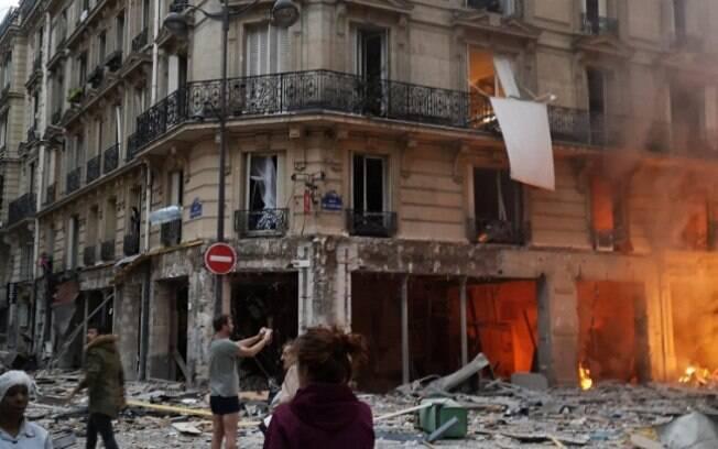 Explosão em Paris deixou dois mortos e mais de 40 pessoas feridas