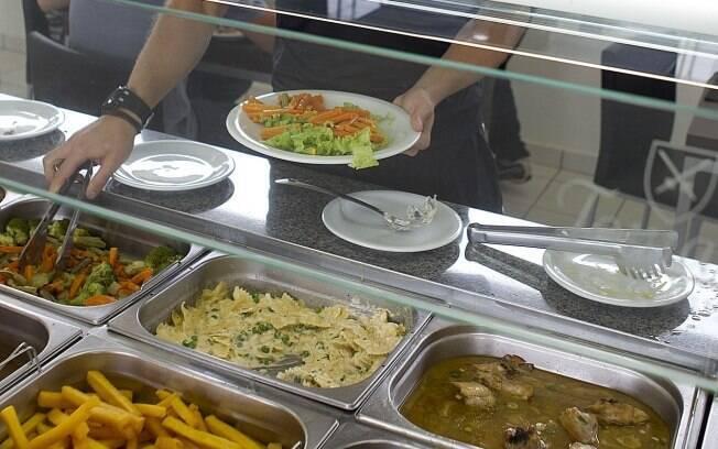 Pato almoçou no refeitório do CT do  Corinthians nesta quinta-feira