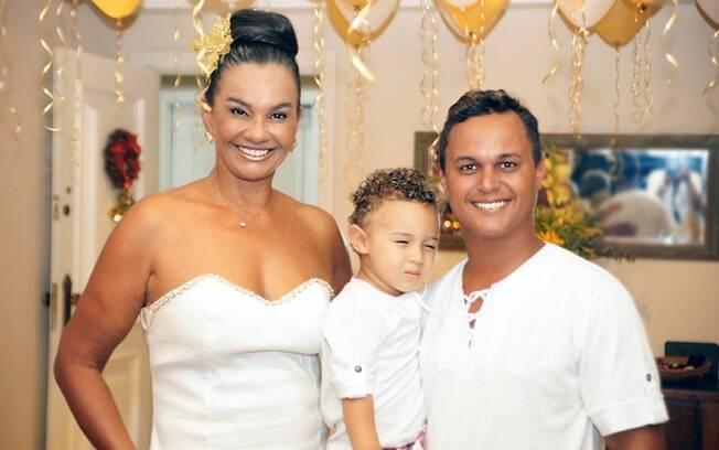 Solange Couto com o marido e o filho