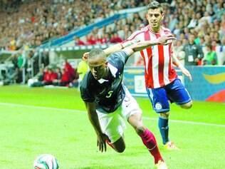 Jogo entre franceses e paraguaios foi truncado, e os tentos saíram apenas no fim da partida