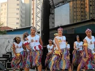 O Som da Terra.  Grupo é composto por 25 pessoas, que atuam nas apresentações culturais e nos ensaios na sede, localizada no centro