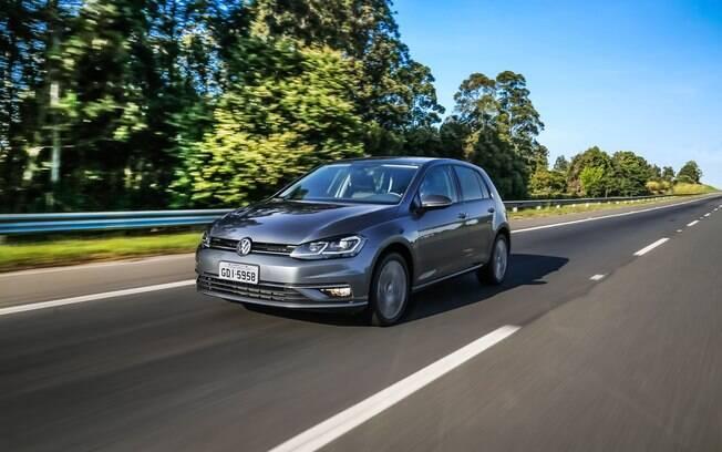 VW Golf : no Brasil, o hatch  médio acaba de receber retoques no desenho e mais equipamentos, mas vende mal