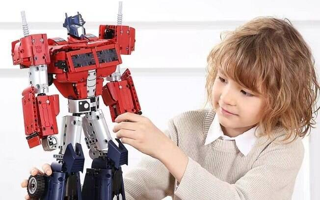 Pessoas podem montar o robô com mais de 1200 peças