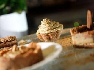 Criado pela nutricionista Pâmela Sarkis, o bolo vivo de cenoura e canela não vai ao forno